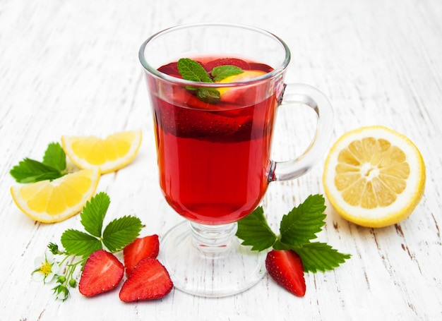 Bebida de morango de verão