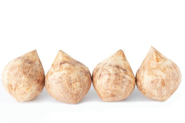 Bebida de quatro frutas frescas de coco jovem, suco doce e vitamina