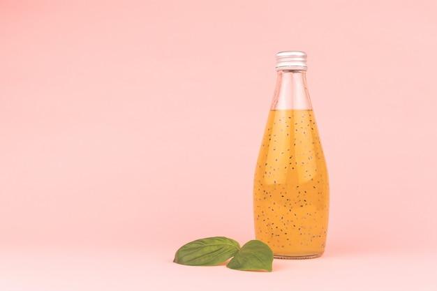 Bebida de semente de manjericão