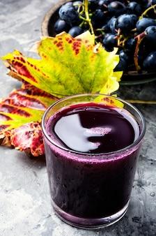 Bebida de uva em um copo