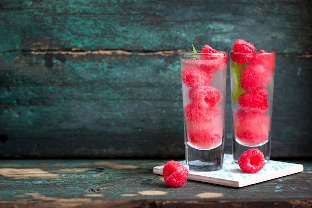 Bebida deliciosa com framboesas