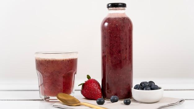 Bebida deliciosa com frutas saudáveis