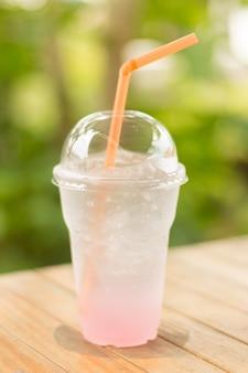 Bebida efervescente gelada de lichia / lichia com menta e refrigerante