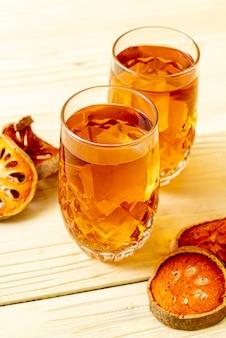 Bebida erval da fruta de bael