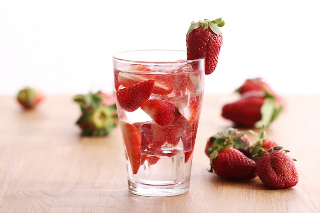 Bebida gelada com morangos