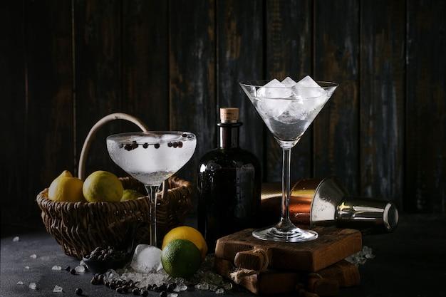 Bebida gin e tônica