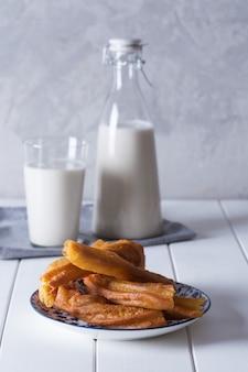 Bebida orgânica fresca horchata preparada em valensia, espanha
