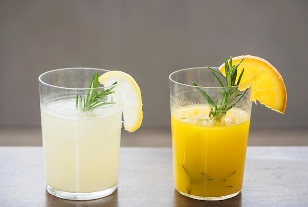 Bebida refrescante com laranja e limão