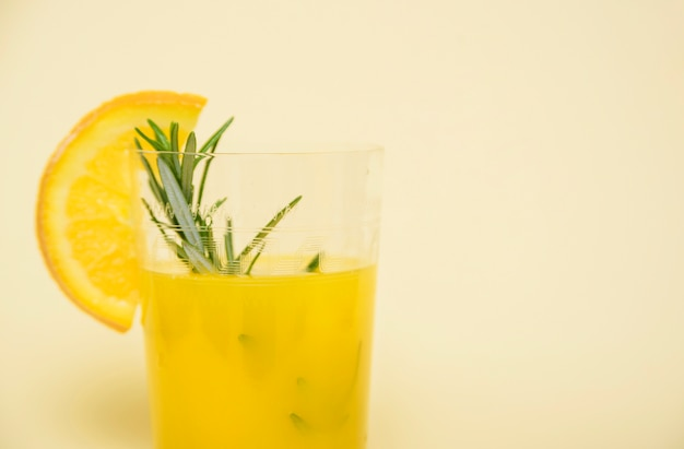 Bebida refrescante com laranja