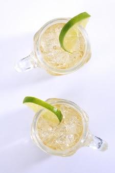 Bebida refrescante com limão