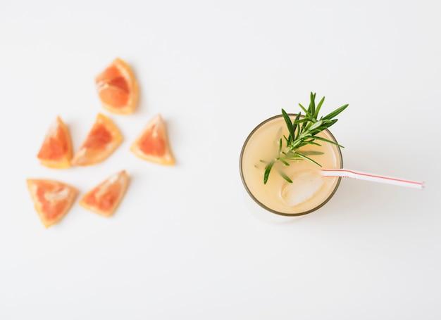 Bebida refrescante com toranja