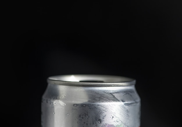 Bebida refrigerada pode tiro macro