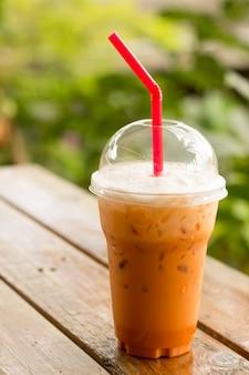 Bebida tailandesa de chá de leite com gelo