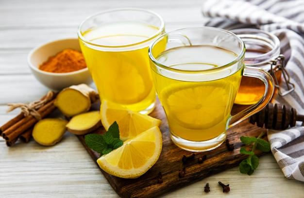 Bebida tônica energética com cúrcuma