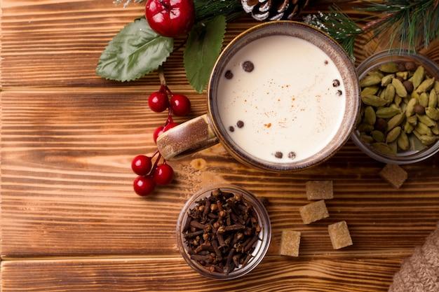 Bebida tradicional masala de tema de ano novo indiano