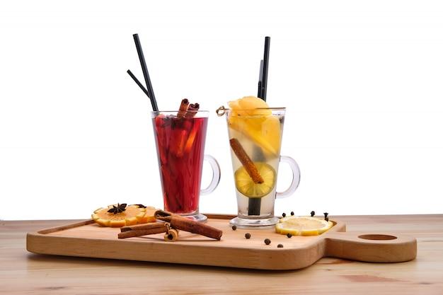 Bebidas de frutas quentes - framboesa com laranja e pêra com chá de limão