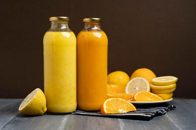 Bebidas deliciosas de limão e laranja