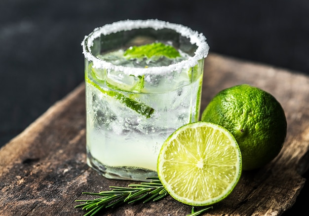 Bebidas frescas de limão tiro macro