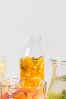 Bebidas frutadas de close-up