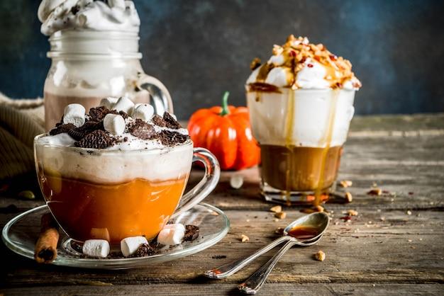 Bebidas quentes de outono inverno, chocolate quente, café com leite de abóbora, café com leite de caramelo e amendoim, vinho quente