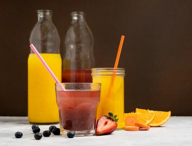 Bebidas saborosas com frutas orgânicas