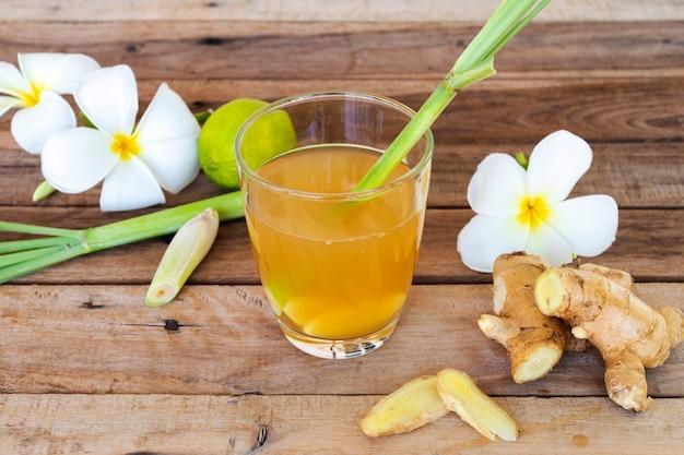 Bebidas saudáveis à base de ervas gengibre para cuidados com a saúde