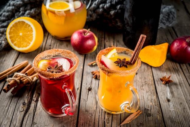 Bebidas tradicionais de outono e inverno e coquetéis. sangria picante quente de outono branco e vermelho com anis,