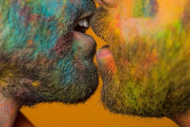 Beijo casal homossexual sujo