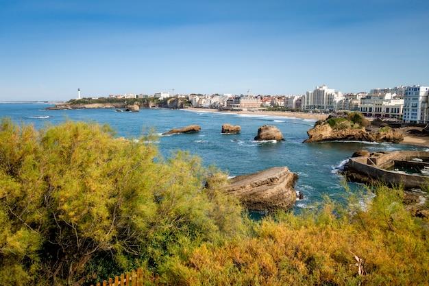 Beira-mar e praia da cidade de biarritz. paisagem panorâmica