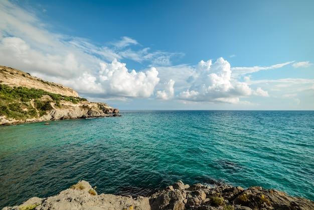 Beira-mar em um dia de verão