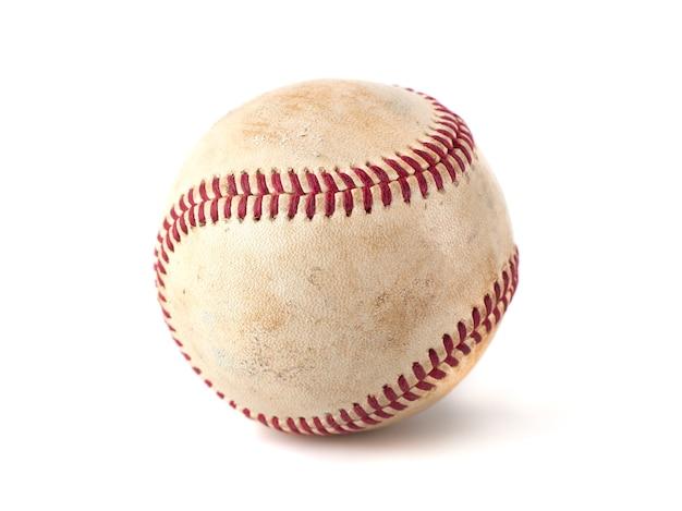 Beisebol usado isolado no branco