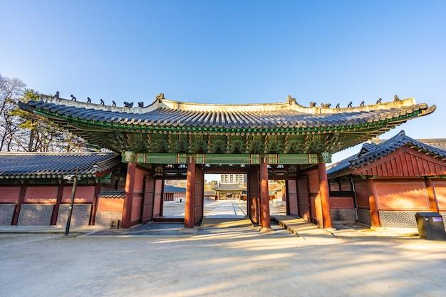 Bela arquitetura edifício palácio changdeokgung na cidade de seul