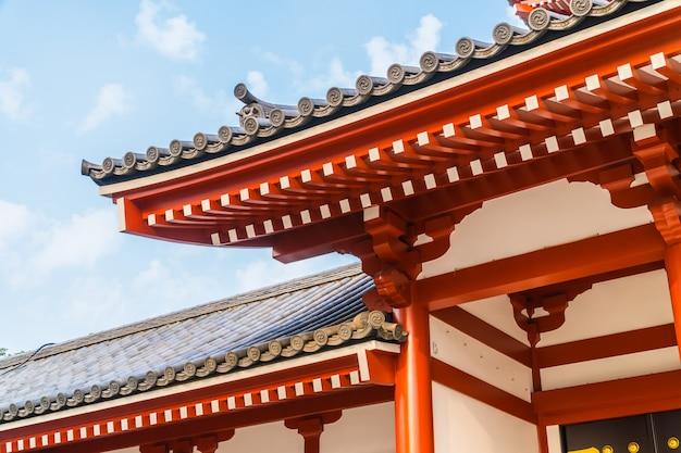 Bela arquitetura edifício sensoji templo é o famoso lugar para visitar na área de asakusa