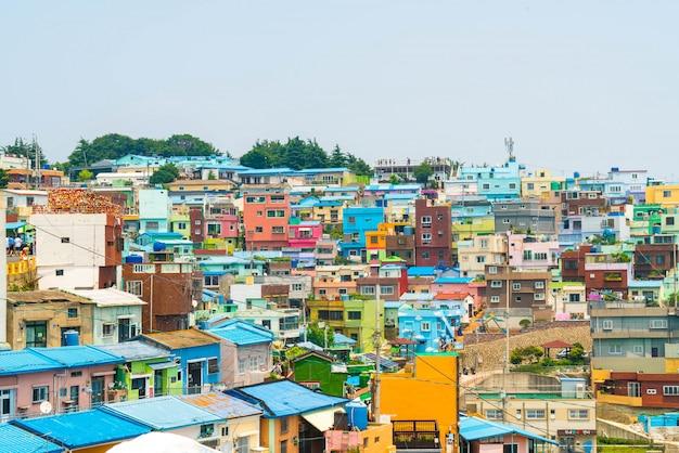 Bela arquitetura na aldeia de cultura gamcheon em busan