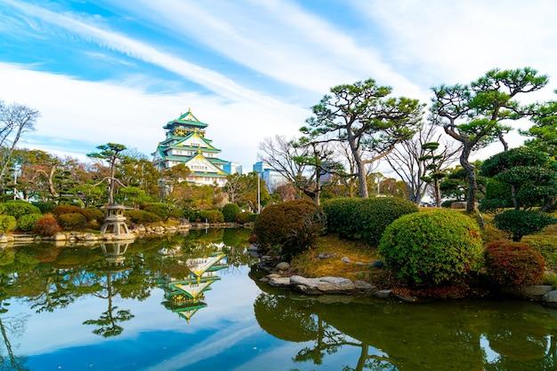 Bela arquitetura no castelo de osaka, em osaka, japão.