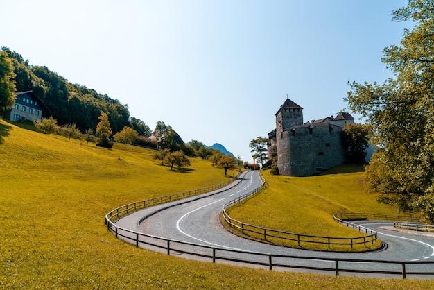 Bela arquitetura no castelo vaduz, a residência oficial do príncipe do liechtenstein