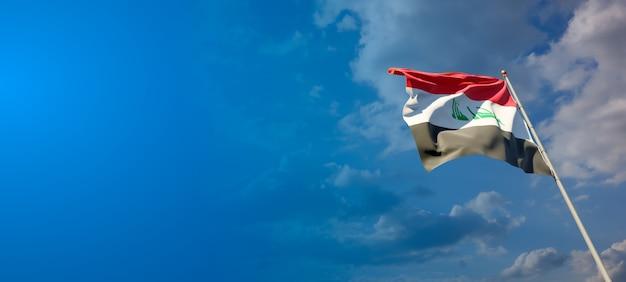 Bela bandeira do estado nacional do iraque com espaço em branco no fundo amplo