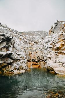 Bela cachoeira na costa rica