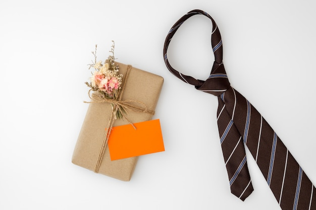 Bela caixa de presente artesanal pequena diy e gravata