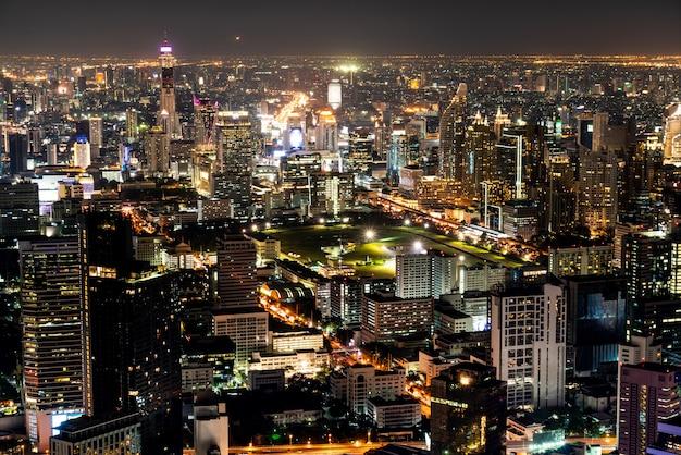 Bela cidade com arquitetura e construção na paisagem urbana de bangkok tailândia