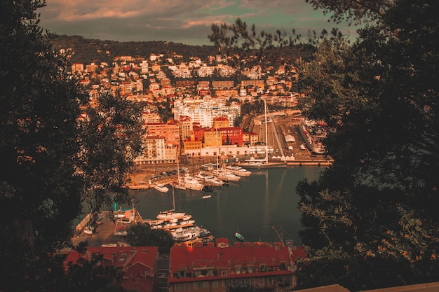 Bela cidade costeira