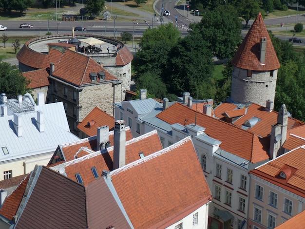 Bela cidade de tallinn vista do topo, estónia