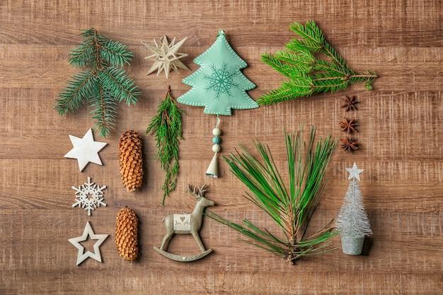 Bela composição de natal com fundo de madeira