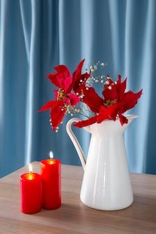 Bela composição de poinsétia vermelha