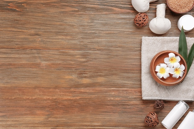 Bela composição de spa em fundo de madeira