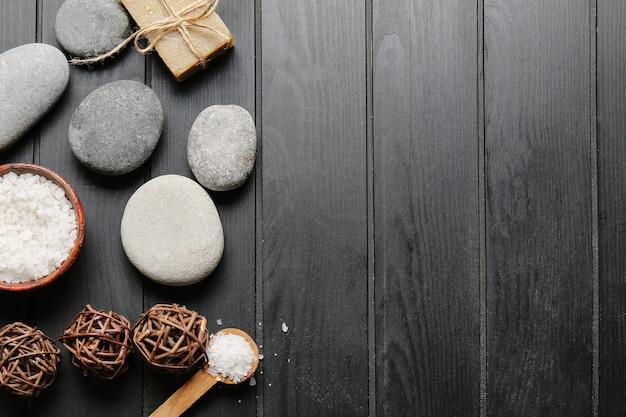 Bela composição de spa em superfície de madeira