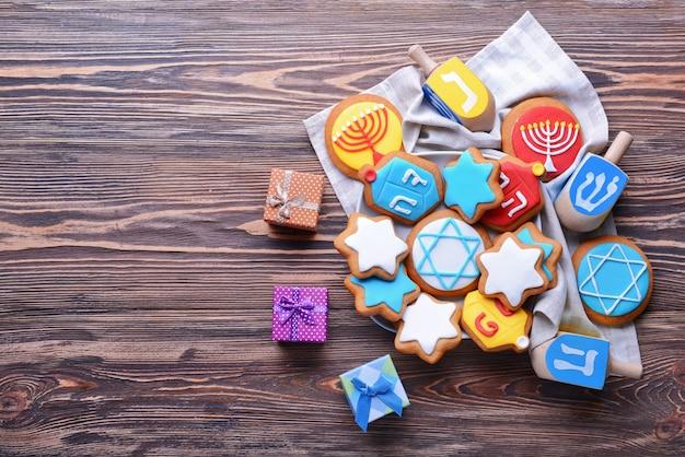 Bela composição para hanukkah na mesa de madeira