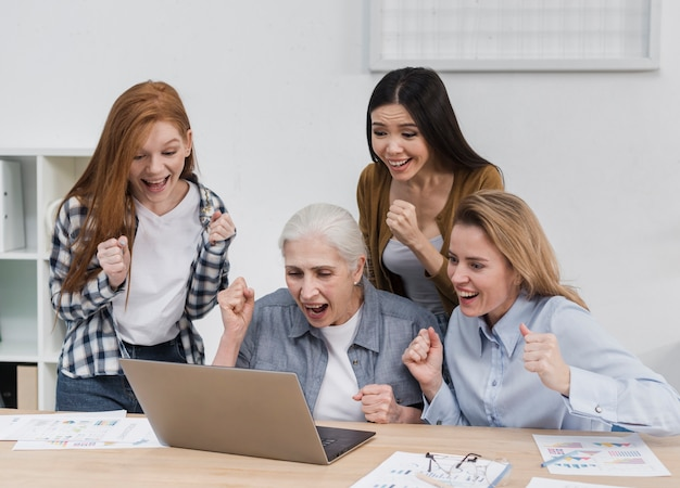 Bela comunidade de mulheres juntas