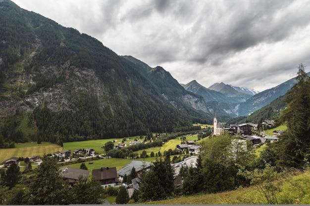 Bela comunidade de vale em heiligenblut, karnten, áustria