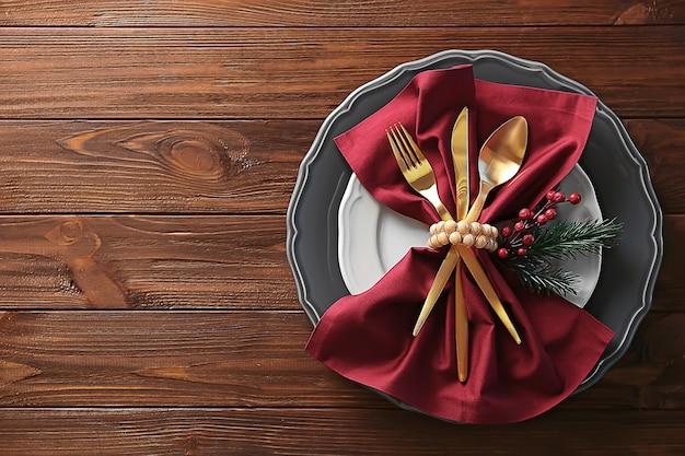 Bela configuração de mesa em mesa de madeira, vista superior